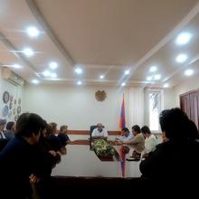Դիլիջանի <<Առողջ ապագա>> ՍՊԸ-ի աշխատակիցները բողոքով ՀՀ Տավուշի մարզպետ Վահե Ղալումյանի մոտ էին