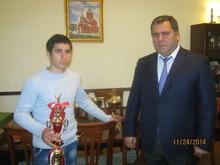 Տավուշի մարզպետ Հովիկ Աբովյանն այսօր ընդունեց կիոկուշինկայ կարատեի աշխարհի չեմպիոն Արմեն Աբովյանին և նրա մարզիչ Արմեն Կիրակոսյանին: